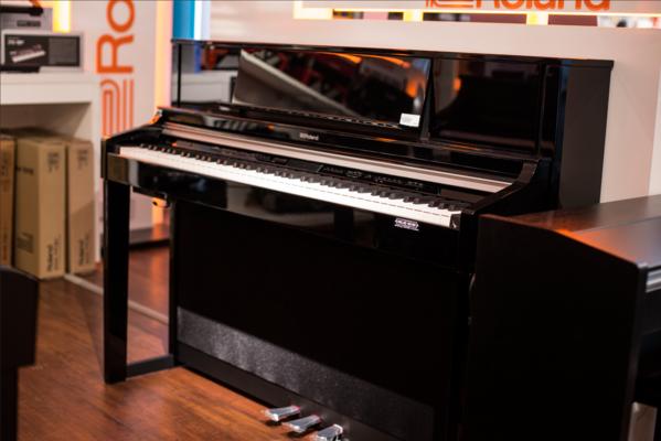 Roland S1 Digital Piano Polished Ebony + KSC-88-PE Piano Stand pour S1