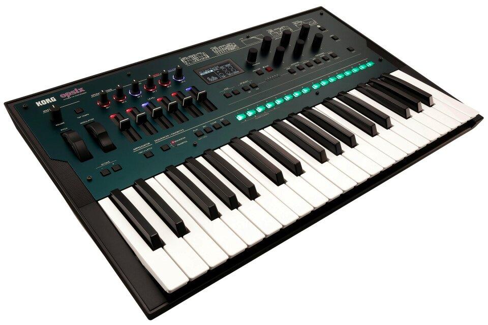 Korg OPSIX Altered FM Synthesizer : photo 1