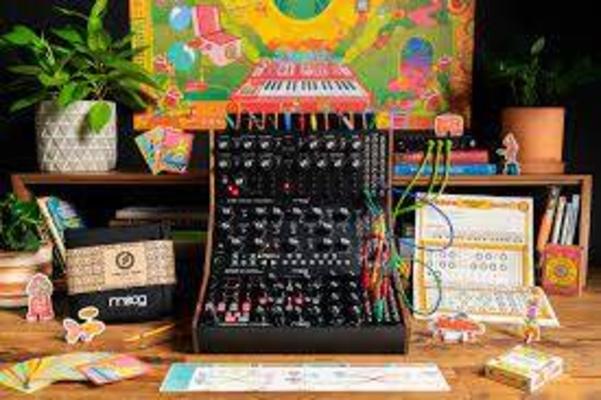 Moog MOOG Sound Studio: Mother 32, Subharmonicon & DFAM